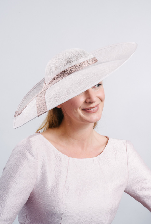 Nude sunhat with fabric trim